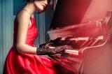 Chiếc đàn piano màu gụ đỏ - tình thương của người bà