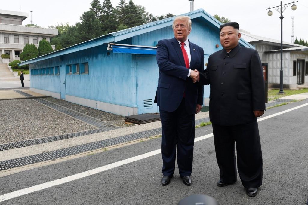 Thời khắc lịch sử: Trump bước vào biên giới Triều Tiên gặp Kim - ảnh 2