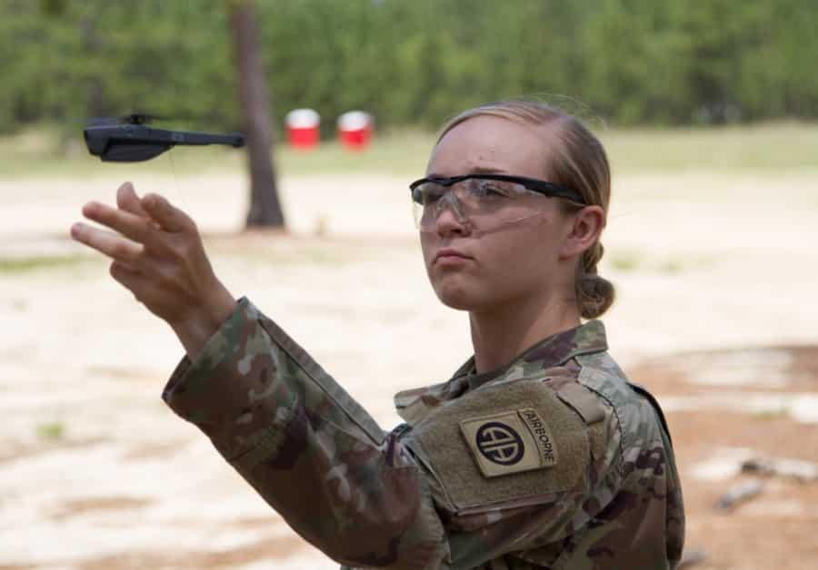 Mỹ trang bị máy bay drone bỏ túi Black Hornet
