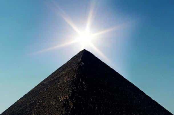 Kim tự tháp Giza có phải được dùng để tạo ra ánh sáng?