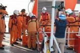 Hai thi thể ngư dân tàu NA 95899 TS được đưa về bờ