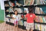 """Cậu bé 15 tuổi nổi tiếng khi dựng một """"thư viện đường phố"""""""
