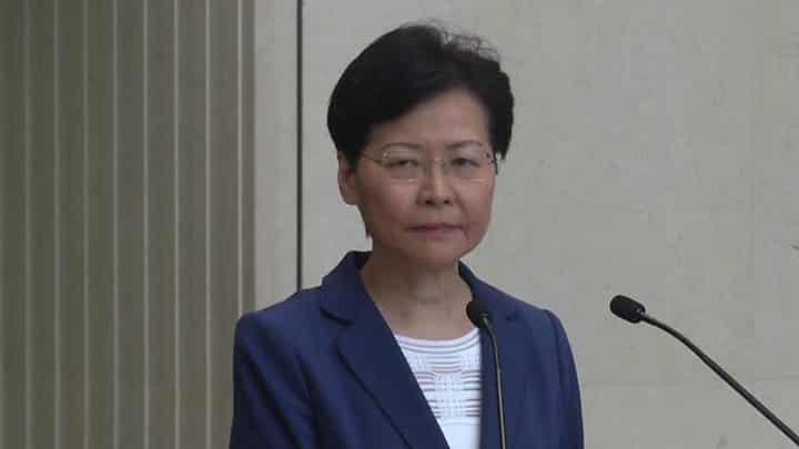 """Lãnh đạo Hồng Kông cảnh báo người biểu tình đừng đẩy thành phố xuống """"vực thẳm""""."""