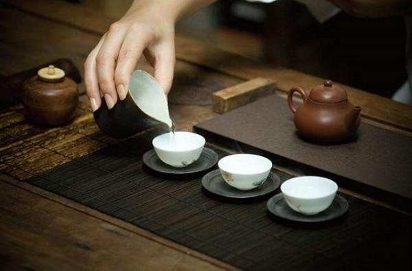 4 nguyên tắc để tránh thất lễ khi mời trà của người xưa