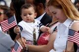 Một số con của nhân viên chính phủ và quân nhân Mỹ làm việc ở nước ngoài sẽ không còn tự động được cấp quốc tịch Mỹ.