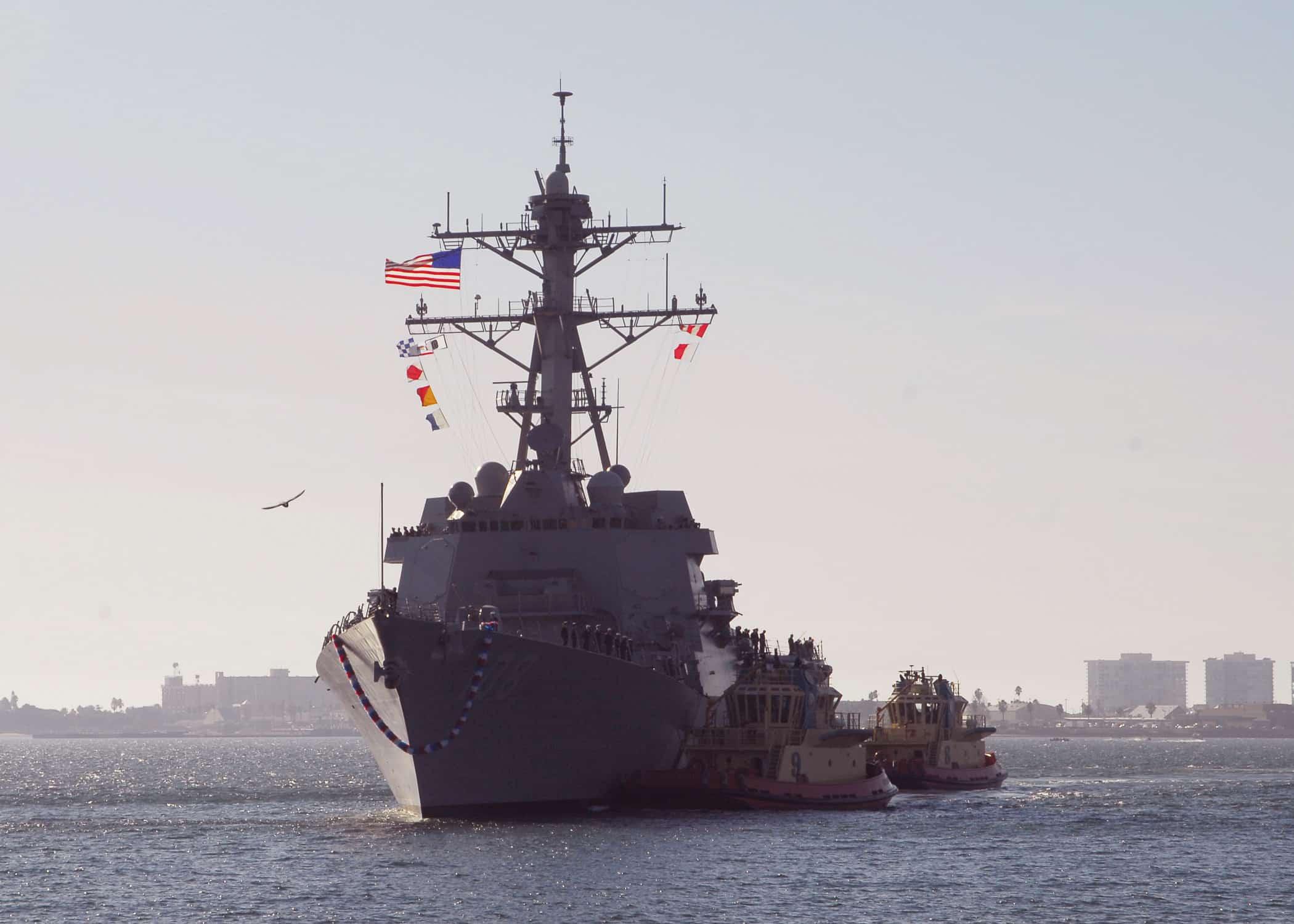 Tàu chiến Mỹ tuần tra Biển Đông gần các đảo Trung Quốc chiếm đóng trái phép.