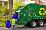 vứt tiền vào thùng rác, thùng rác