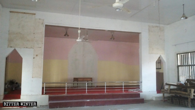 Chính quyền cướp phá và đóng cửa nhà thờ được cấp phép
