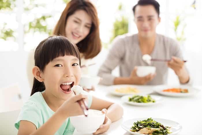 bữa ăn gia đình, cho con ăn, bữa ăn hợp lý