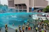Hồng Kông: Cảnh sát dùng xe vòi rồng phun nước xanh vào người biểu tình