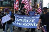 Người biểu tình kêu gọi Tổng thống Trump giải phóng Hồng Kông.