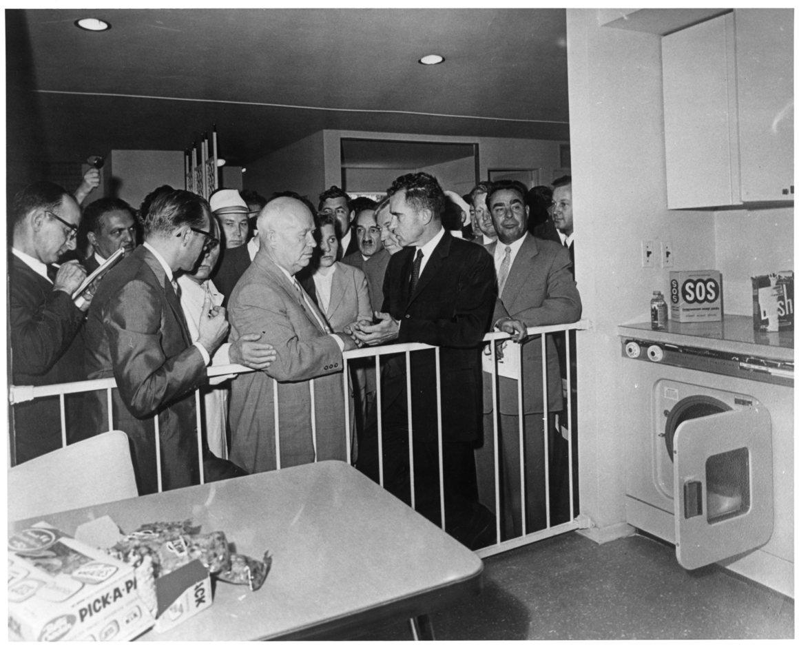 Liên Xô đã từng trả tiền mua Pepsi bằng... tàu chiến