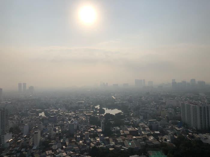 Không khí ô nhiễm, bạn có nên đeo khẩu trang chống bụi mịn?