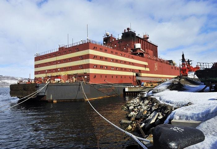 Con tàu hạt nhân Akademik Lomonosov