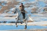 KCNA hôm 16/10 công bố một loạt ảnh ông Kim Jong-un cưỡi ngựa trắng trên núi thiêng Trường Bạch.