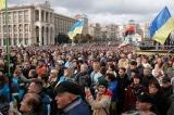 Hàng nghìn người biểu tình phản đối trao quyền tự trị cho đông Ukraine