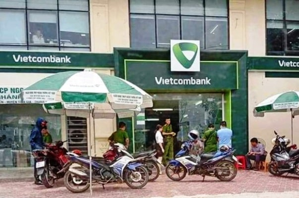 công an nổ súng tại ngân hàng