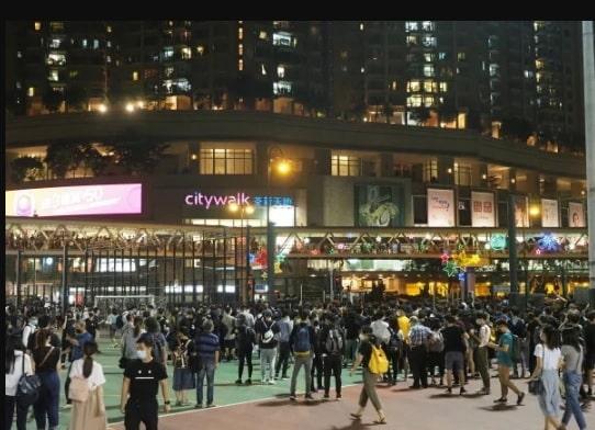 người biểu tình Hồng Kông đọc Tuyên ngôn Chính phủ lâm thời