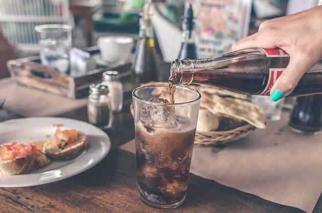 soda, đồ uống gây hại nhất đối với người mắc bệnh khớp
