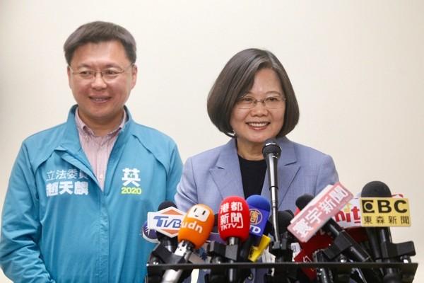Tổng thống Đài Loan Thái Anh Văn trả lời báo chí hôm 28/11.