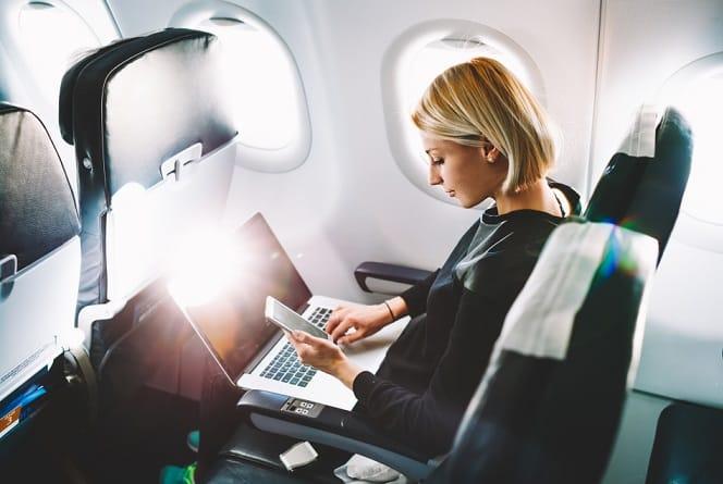 đi máy bay, hành vi cần tránh khi đi máy bay, du lịch