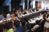 Một buổi bỏ phiếu tại cuộc họp của Hội đồng quận Yuen Long.