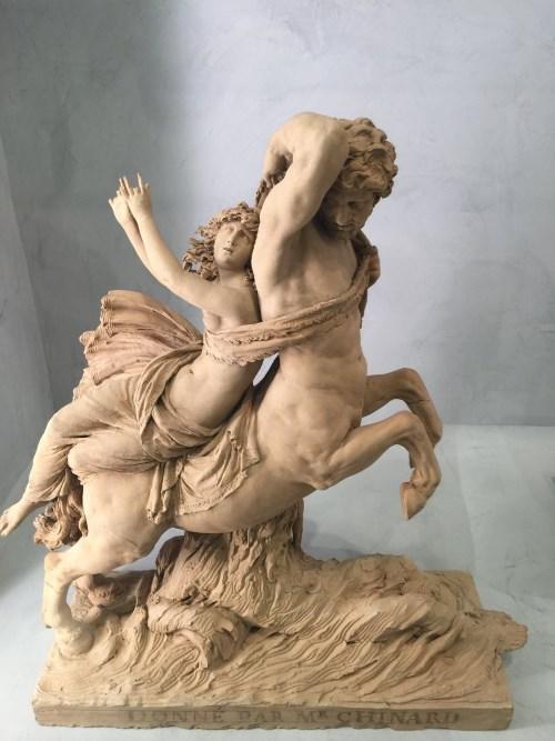 """Tác phẩm """"Enlèvement de Déjanire"""" (Bắt cóc Déjanire), mô tả cảnh vợ Heracles bị một con nhân mã bắt cóc, 1884-1887, nhà điều khắc Joseph Chinard."""