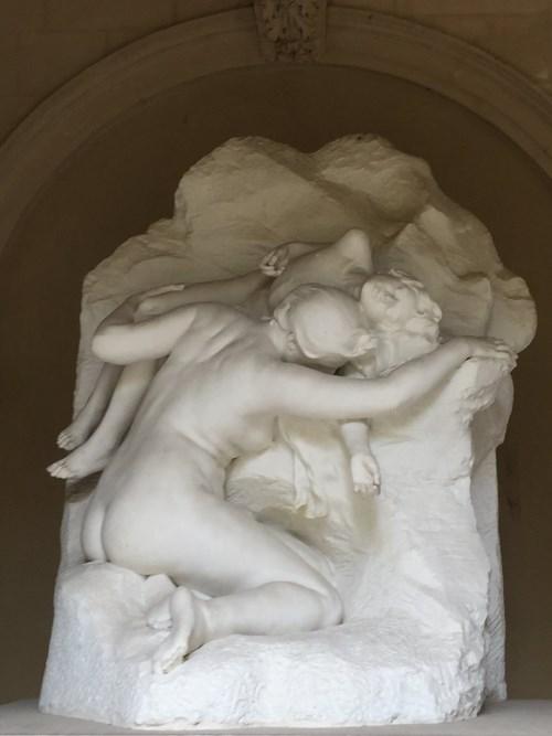 """nhân phẩm, Tác phẩm """"Agar et Ismaël"""" (Tạm dịch: Agar và Ismaël), mô tả cảnh hai mẹ con Ismaël trong hoang mạc (Ismaël là người con đầu của Abraham, tổ phụ của người Do Thái), 1897, nhà điêu khắc François Sicard."""