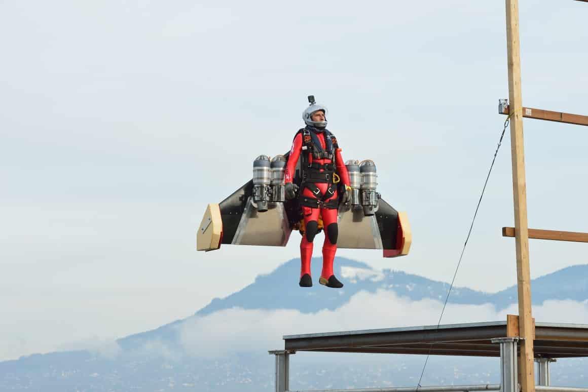 Phản lực đeo lưng Jetman giờ đã có thể cất cánh từ mặt đất