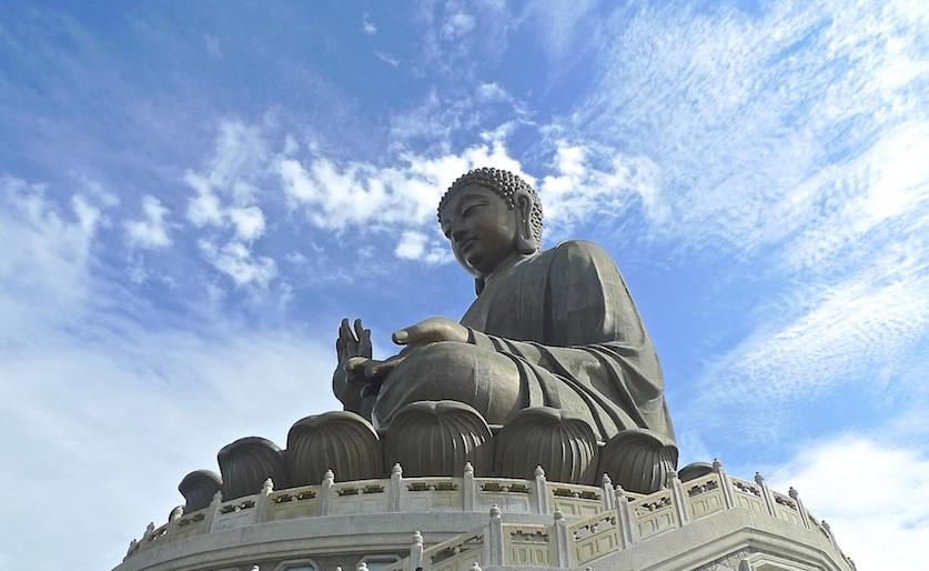 Thần, Phật, Chúa vì sao không giúp để con người hết khổ?