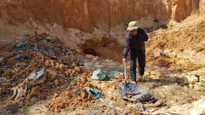 chôn trộm chất thải nguy hại tại núi Sứ, Sóc Sơn, Hà Nội, núi Sứ