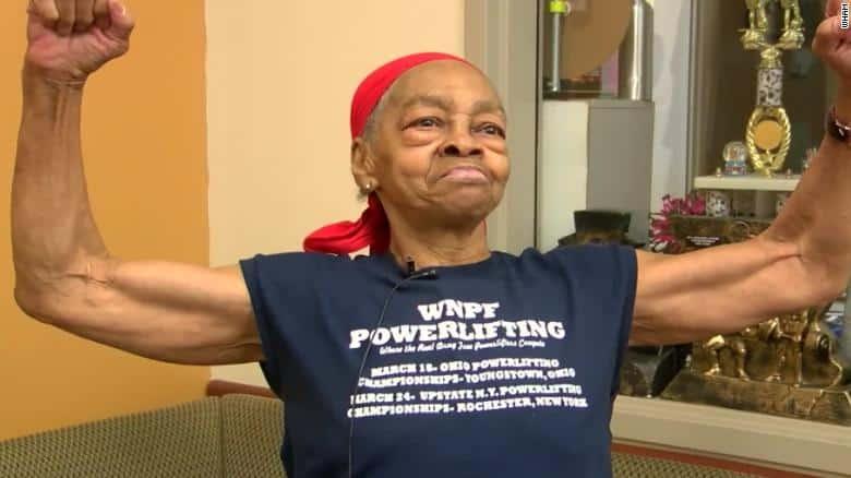 Khi kẻ cắp gặp bà già 82 tuổi tập thể hình lâu năm