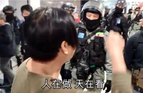 Mắng cảnh sát Hồng Kông