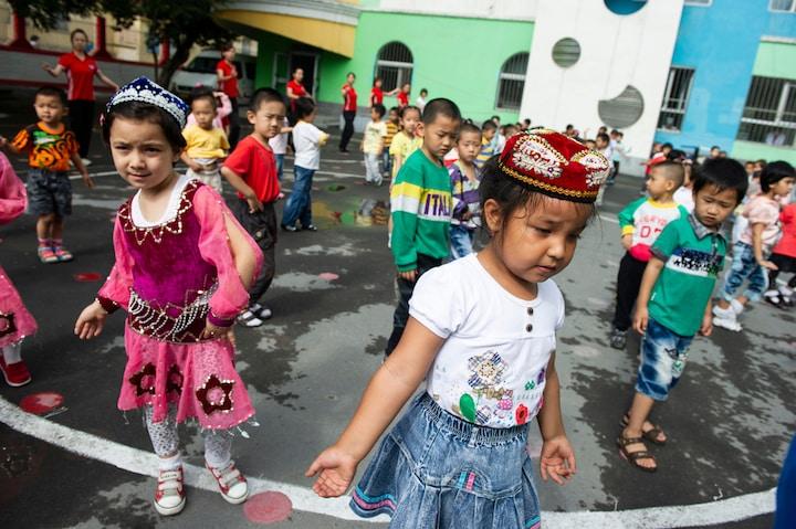 Trẻ em Tân Cương