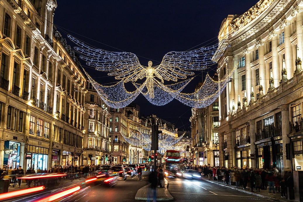 Đường phố nhộn nhịp ở Luân Đôn, nơi ngọn nến chính nghĩa được âm thầm thắp sáng ở một góc nhỏ