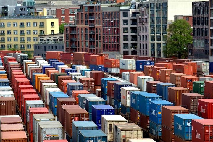 Cảng hàng hóa