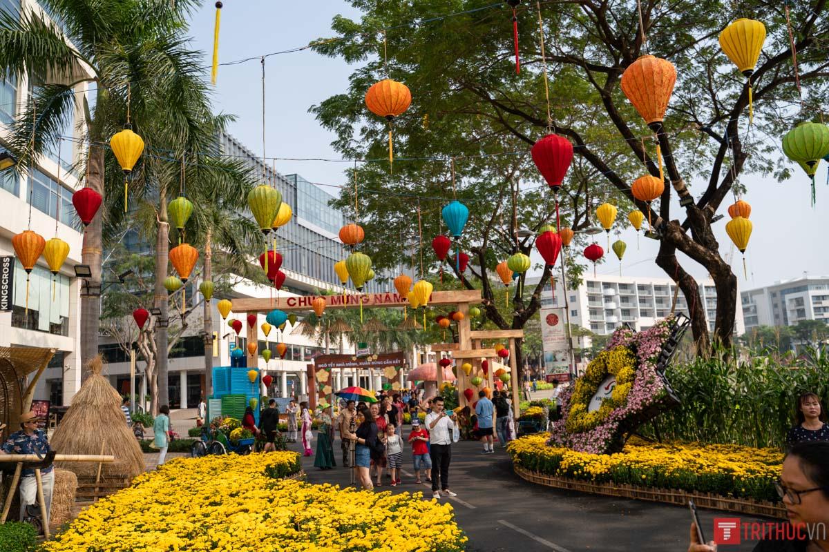 Ghé thăm đường hoa Phú Mỹ Hưng Q7