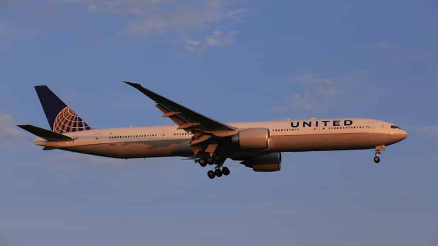 Hãng hàng không cấm bay, cô lập Trung Quốc
