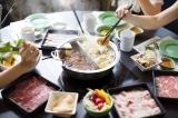 Người Châu Á thường có thói quen ăn lẩu chung vào mua đông.