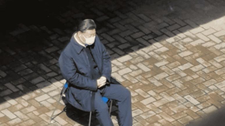 Ông Tập Cận Bình ngồi một mình
