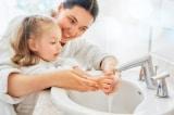 Gel rửa tay khô và rửa tay với nước và xà phòng, cái nào công dụng hơn?