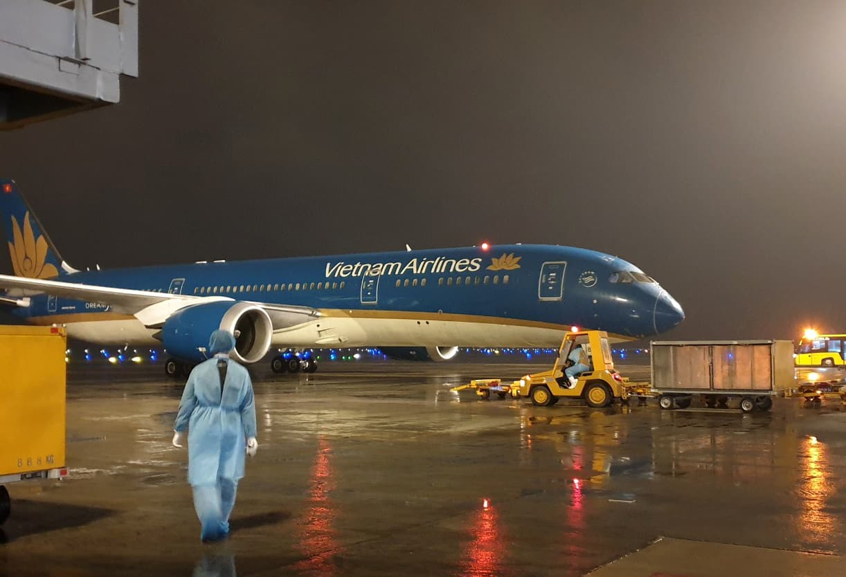 sân bay Vân Đồn, Quảng Ninh, khách Việt từ châu Âu về nước