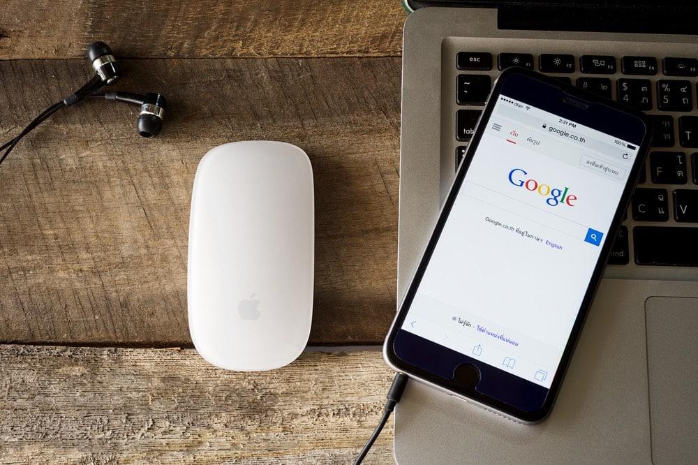 Google và Apple hợp tác phát triển ứng dụng theo dõi COVID-19