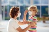 Giám đốc CDC Mỹ cho biết trẻ dưới 12 tuổi vẫn nên đeo khẩu trang