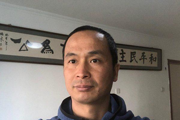 """Luật sư Tạ Yên Ích nói ông cảm thấy """"người tập Pháp Luân Công là xương sống của dân tộc và hy vọng của nhân loại, là sự kiêu hãnh của người Trung Hoa"""". (Ảnh: Epoch Times)"""