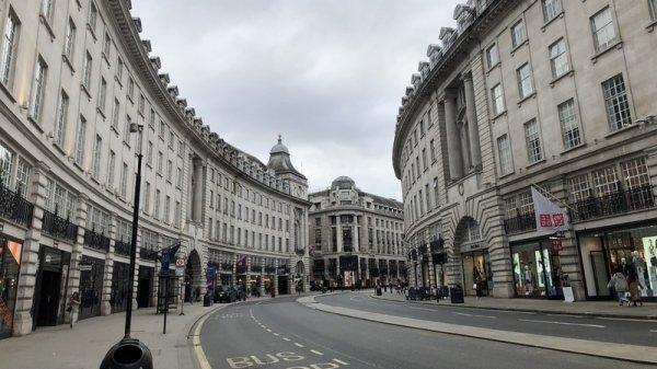 Dịch bệnh ngày càng nghiêm trọng, đường Oxford ở London không còn bóng người (Ảnh: CNA Đài Loan).