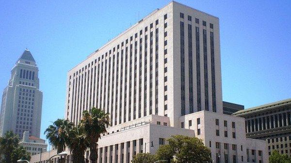 Khi những hành vi của Bắc Kinh liên quan đến xử lý dịch bệnh viêm phổi Vũ Hán ngày càng lộ rõ, số vụ kiện liên quan tại hệ thống tòa án Mỹ cũng không ngừng gia tăng. Hình Tòa án Liên bang Mỹ tại Los Angeles - California (Nguồn: Los Angeles / Wikimedia / CC BY-SA 3.0).