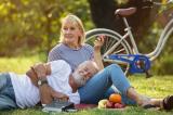 Tại sao chúng ta lại hạnh phúc hơn khi già đi?