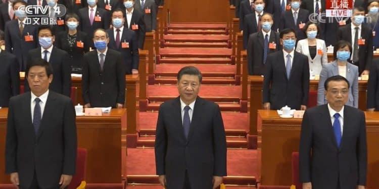 Hội nghị Chính hiệp toàn Trung Quốc đã khai mạc vào chiều ngày 21/5, ban lãnh đạo cao nhất của ĐCSTQ đã xuất hiện mà không đeo khẩu trang, trong khi khoảng 2100 ủy viên Chính hiệp đến từ các tỉnh thành đã đeo khẩu trang.