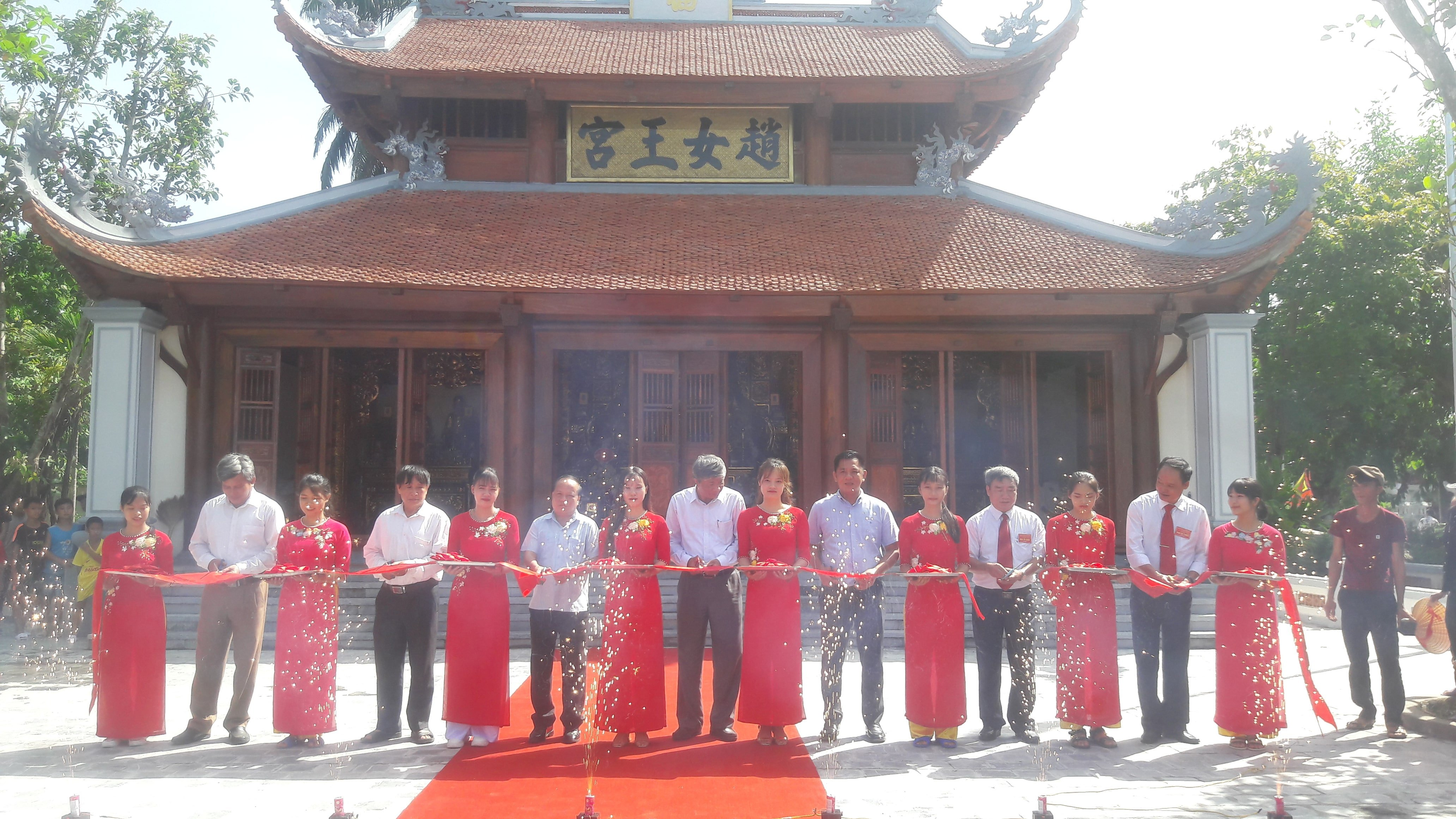 UBND huyện Yên Định, tượng đài 20 tỷ